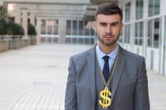 Allvarlig affärsman med halsbandet för dollartecken fotografering för bildbyråer