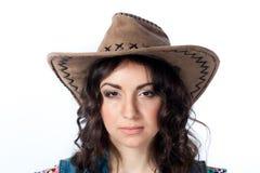 Allvarlig flicka i cowboyhatt Royaltyfri Foto