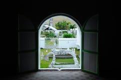 Allvarlig gård för gamla muslim på Abidin Mosque i Kuala Terengganu, Malaysia Royaltyfria Foton