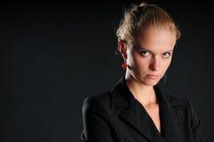 allvarlig kvinna för affär Arkivbild