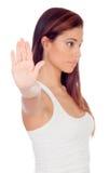 Allvarlig kvinna som gör ett stopp att underteckna (fokusen i handen) royaltyfri fotografi