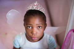 Allvarlig liten flicka som bär den felika dräkten Fotografering för Bildbyråer