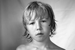 allvarlig pojke royaltyfri bild