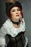 Allvarlig steampunkkvinna royaltyfria bilder