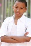 allvarlig tonåring för afrikansk amerikanpojke Arkivbild