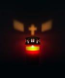 Allvarligt ljus, kyrkogårdstearinljus med ljus reflexion Arkivbilder