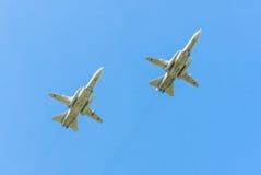 2 Allwetter- ÜberschallKampfflugzeuge Sukhoi Su-24M (Fechter) Stockfotos