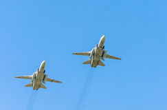 2 Allwetter- ÜberschallKampfflugzeuge Sukhoi Su-24M Fencer Stockbild