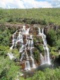 Almécegas vattenfall - Chapada DOS Veadeiros - Goià ¡ s, Brasilien royaltyfria bilder