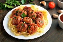 Almôndegas com molho de tomate e espaguetes Foto de Stock