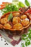 Almôndegas com vegetais e molho de tomate imagens de stock