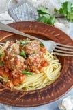 Almôndegas no molho de tomate e nos espaguetes Imagens de Stock