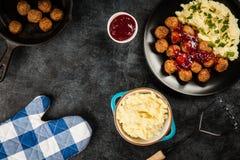 Almôndegas e batatas trituradas Imagem de Stock Royalty Free