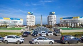 Alma Ata - het Vierkant van de Republiek en Monument van Onafhankelijkheid van Kazachstan Stock Afbeelding