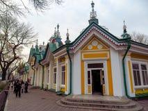 Alma Ata - Huis van stoffen kyzyl-Tan Stock Fotografie