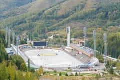 Alma Ata, Kazachstan - Augustus 30, 2016: Hoge berg het schaatsen piste Stock Foto's