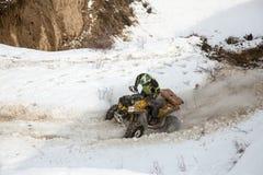 Alma Ata, Kazachstan - Februari 21, 2013. Het Off-road rennen op jeeps, de Autoconcurrentie, ATV. Stock Afbeeldingen