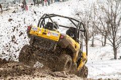 Alma Ata, Kazachstan - Februari 21, 2013. Het Off-road rennen op jeeps, de Autoconcurrentie, ATV. Traditioneel ras Stock Afbeelding
