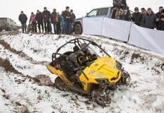 Alma Ata, Kazachstan - Februari 21, 2013. Het Off-road rennen op jeeps, de concurrentie van de Auto, ATV. Traditioneel ras Stock Afbeelding