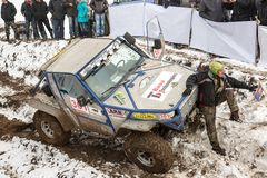 Alma Ata, Kazachstan - Februari 21, 2013. Het Off-road rennen op jeeps, de concurrentie van de Auto, ATV. Traditioneel ras Royalty-vrije Stock Afbeelding