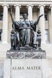 Alma Mater-Statue vor der Bibliothek der Universität von Columbia im Upper Manhattan, New York City Lizenzfreies Stockfoto