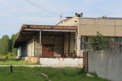Almacén abandonado en la ciudad rusa Fotografía de archivo libre de regalías