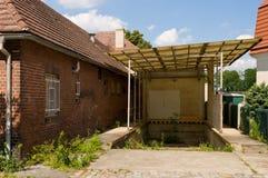 Almacén abandonado rampa del sillón de ruedas Imagen de archivo