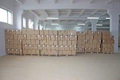 Almacén de las cajas de cartón Imagen de archivo