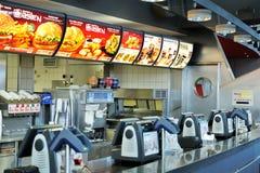 Almacén de los alimentos de preparación rápida de Donald del mac en el aeropuerto de Francfort Foto de archivo libre de regalías