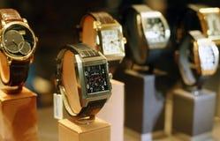 Almacén de lujo de los relojes de la mano - Jaeger Le Coultre imagenes de archivo