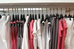 Almacén de ropa Imagenes de archivo