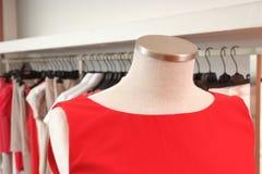Almacén de ropa Imagen de archivo libre de regalías