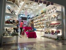 Almacén de zapatos de las señoras Imagen de archivo libre de regalías