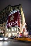 Almacén grande de Macy en la noche Foto de archivo