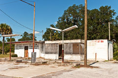 Almacén y estación abandonados Imagen de archivo libre de regalías