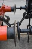 Almacenadores intermediarios y cadena rojos y negros foto de archivo