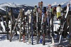 Almacenaje del esquí Fotografía de archivo