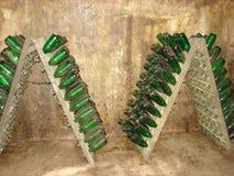 Almacenamiento de botellas en una bodega Imagenes de archivo