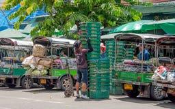 Almacenamiento de la cesta de la verdura en el mercado de Pak Khlong Talat Imagenes de archivo