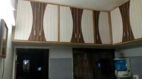 Almacenamiento de la cocina, muebles de madera Fotografía de archivo