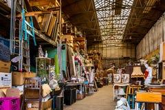 Almacenamiento de los objetos del mercado de pulgas fotos de archivo libres de regalías