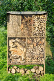 Almacenamiento de madera y de la paja Imagenes de archivo