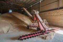 Almacenamiento del grano que procesa el elevador agro imagen de archivo libre de regalías