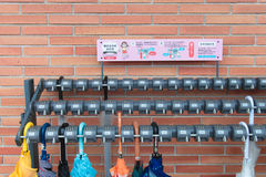 Almacenamiento del paraguas en Japón el 1 de abril de 2017 Fotos de archivo libres de regalías