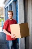Almacenamiento: Poner las cajas en almacenamiento Imagen de archivo libre de regalías