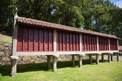 Almacenamiento portugués tradicional del grano imagenes de archivo