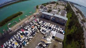 Almacenamiento video aéreo del puerto deportivo y del barco almacen de video