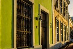 Almacene los frentes en la ciudad vieja, San Juan, Puerto Rico Foto de archivo
