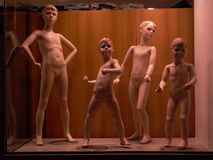 Almacene los maniquíes desnudados le los muchachos Imágenes de archivo libres de regalías