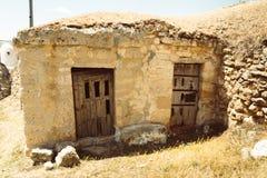 Almacenes subterráneos tradicionales en España Baltanas, Castilla y León foto de archivo libre de regalías